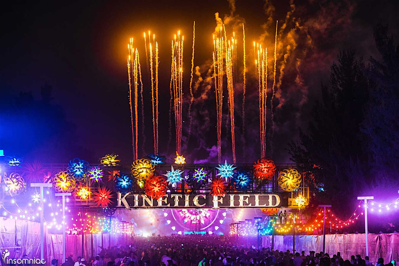 checkoutthe10bestphotosfromedcmexico2017day1_kineticfieldentrancefireworks