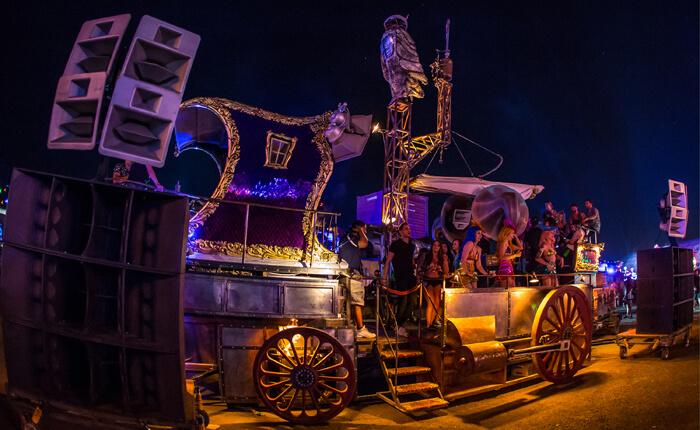 edc360-wide-awake-art-car-700x430